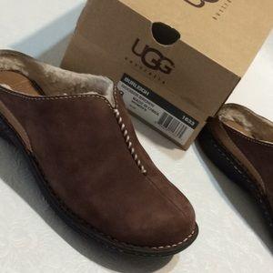 UGG Ladies Slip On Clogs Brown Suede SZ 8